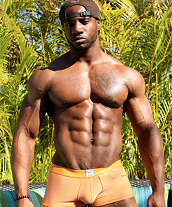 Varik Best for MuscleHunks